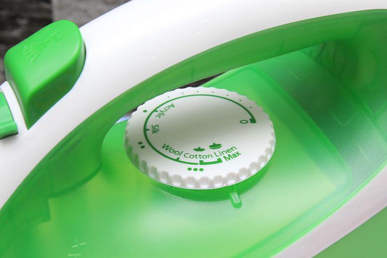 bàn là hơi nước Panasonic NI-P250TGRA